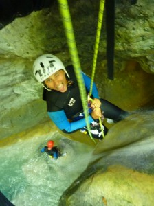 sécurité canyoning, manip de corde canyoning, descente en rappel