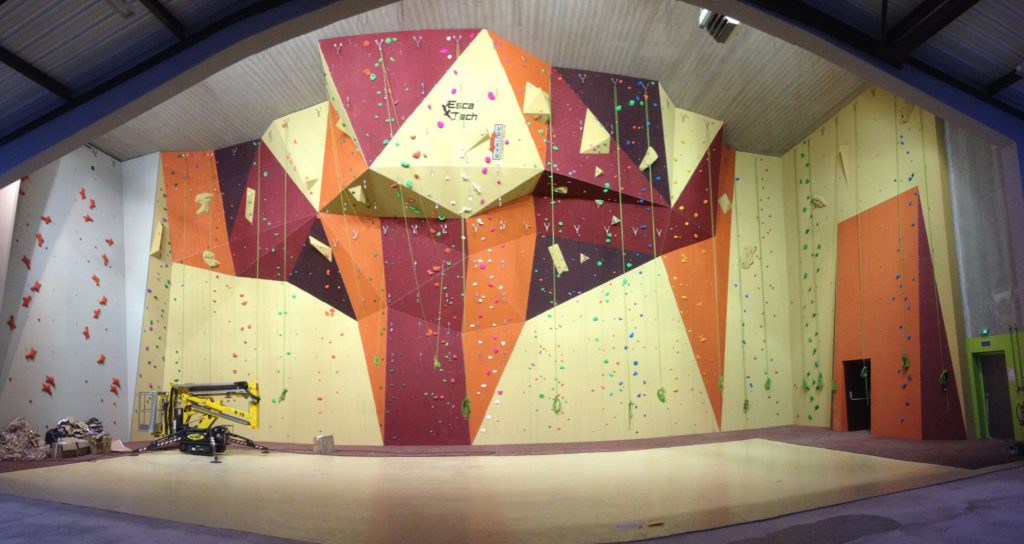 Mur-escalade-gymnase-Henry-Barbusse